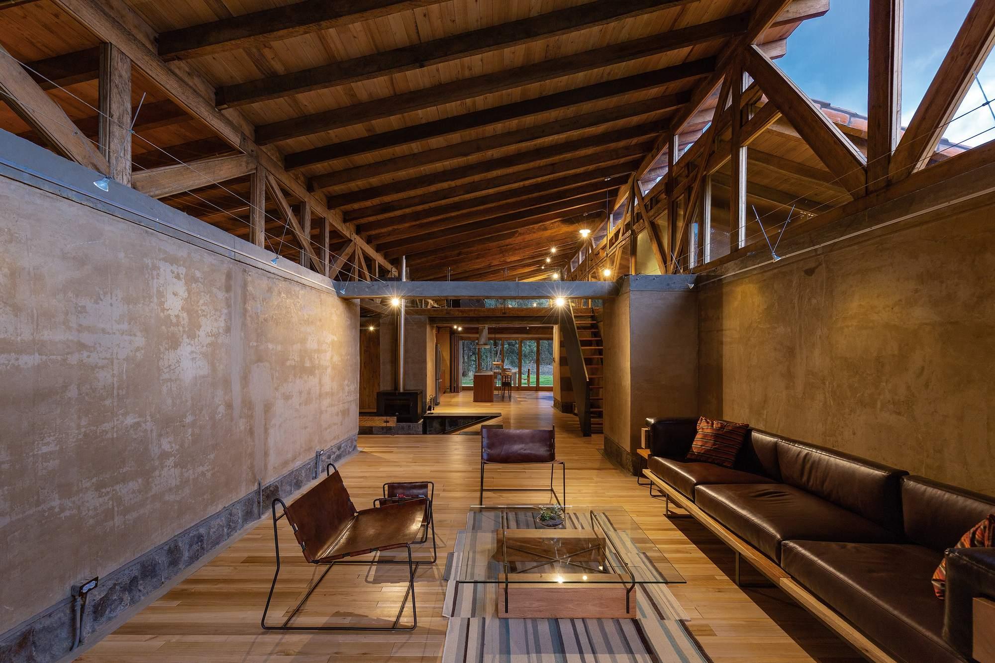 Дом выходного дня с мощными глинобитными стенами, Эквадор