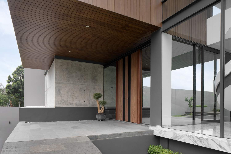 Эффектный минималистичный дом в стиле хай-тек, Индонезия