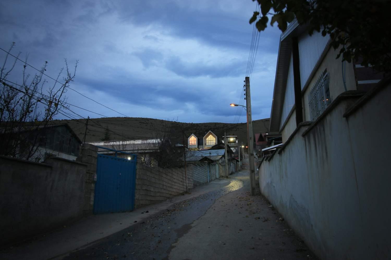 Компактный трехэтажный дом в стиле барнхаус, Иран