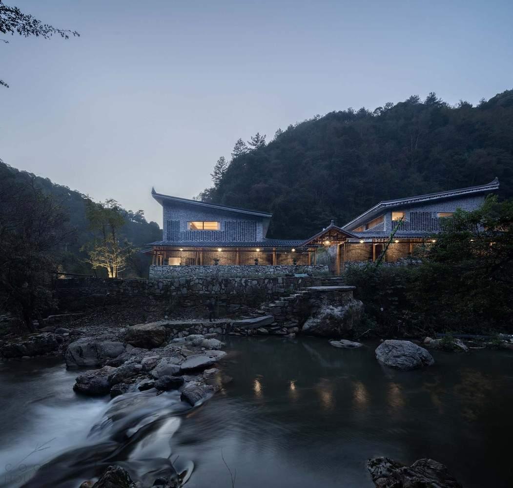 Отель, спрятанный в горном лесу национального заповедника Хуансанг, Китай