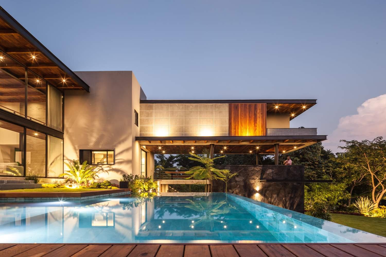 Семейный дом с оригинальными пространственными решениями, Мексика
