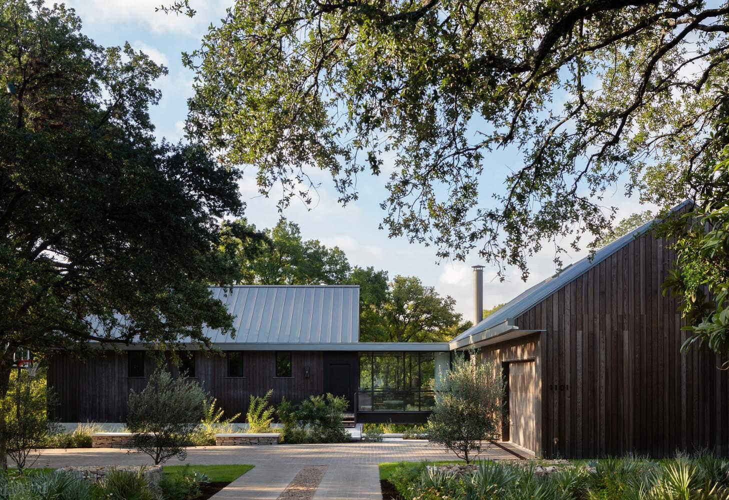 Загородный деревянный дом с эстетикой ранчо, США