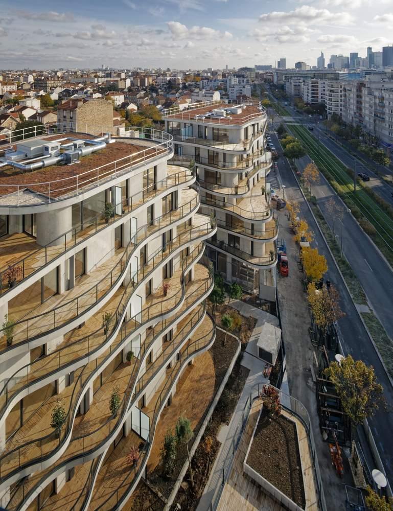 Жилая резиденция «Curbes» с волнообразными стильными фасадами, Франция