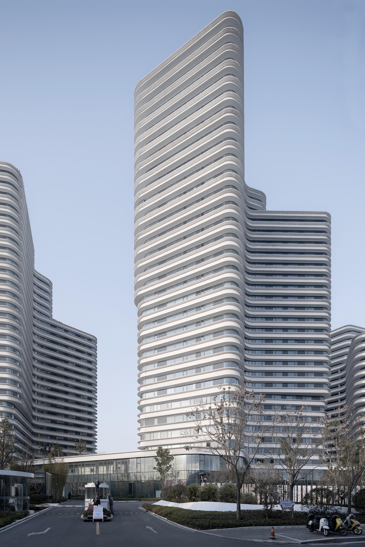 Элитный жилой комплекс с тремя скульптурными башнями