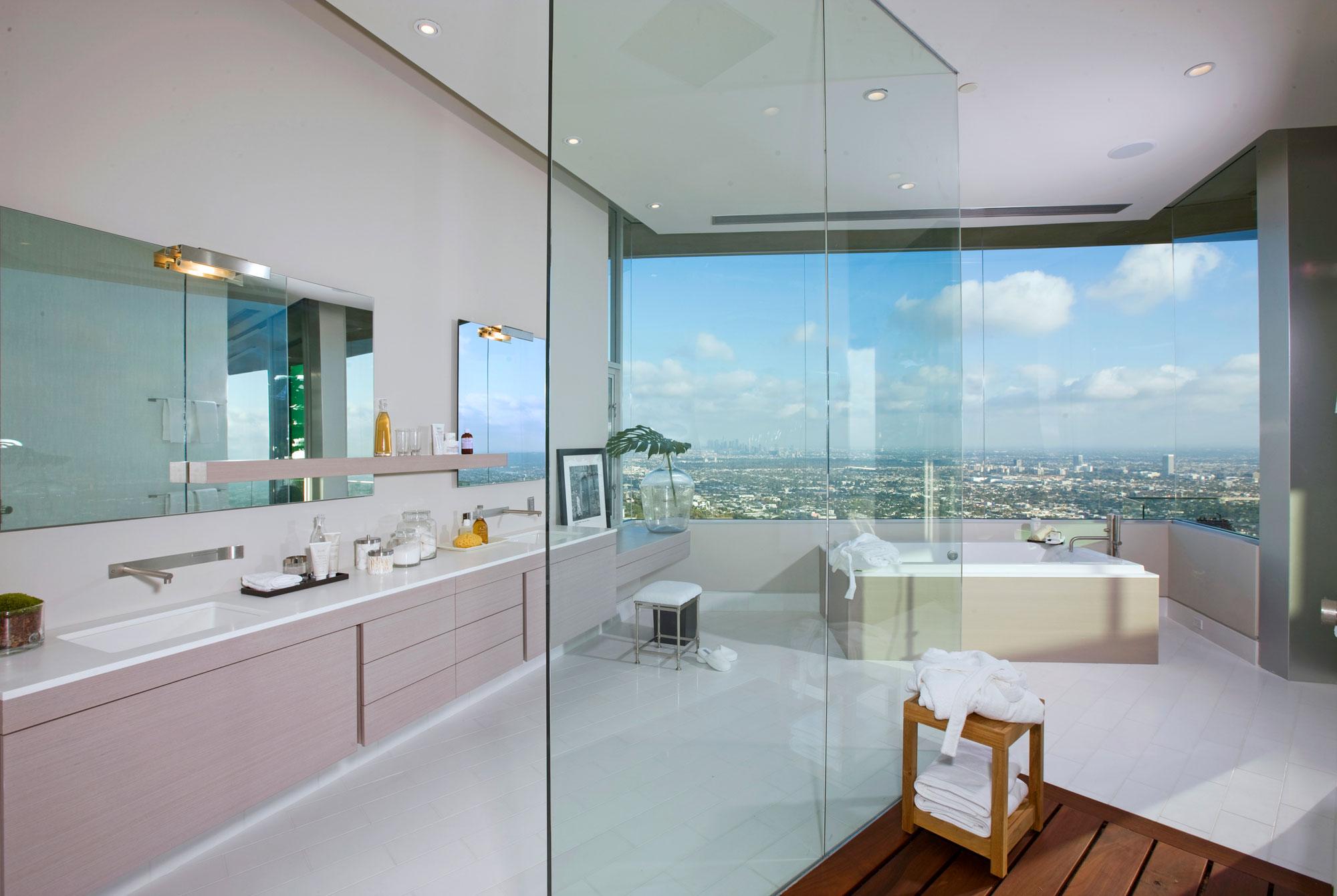 Шикарная резиденция с панорамным видом на Лос-Анджелес