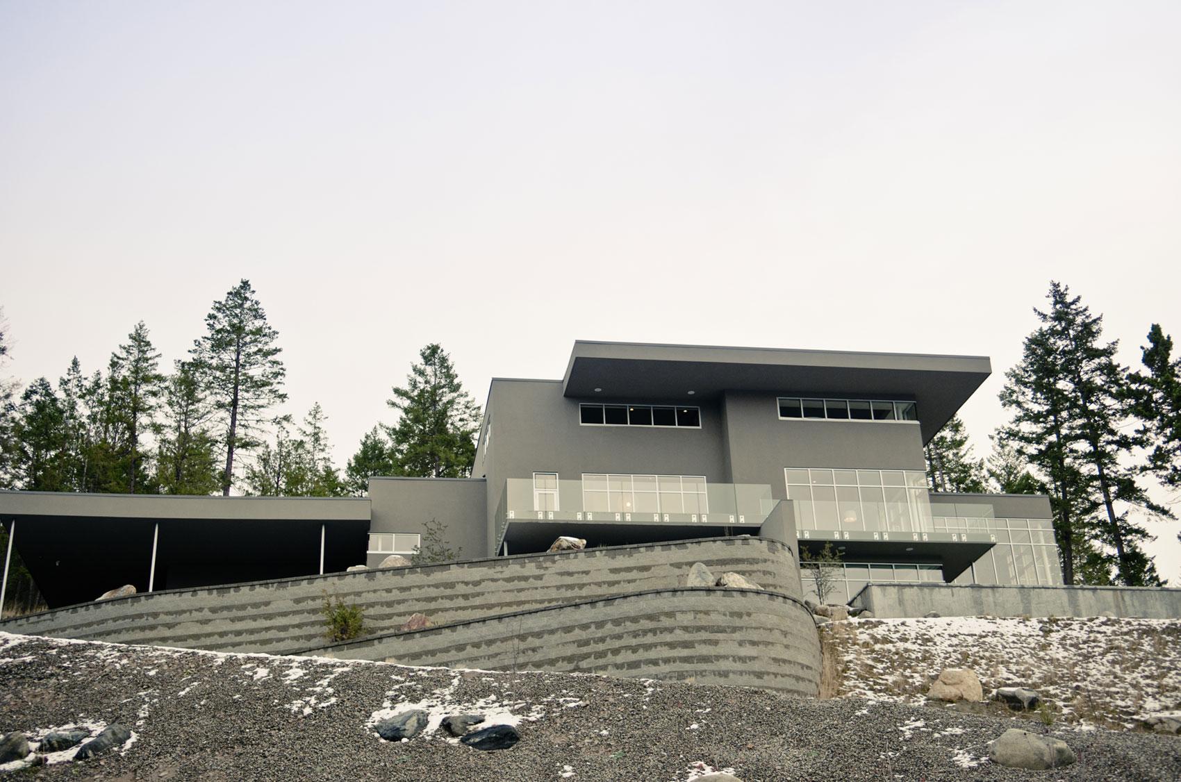 Современный дом на берегу озера Оканаган в Канаде