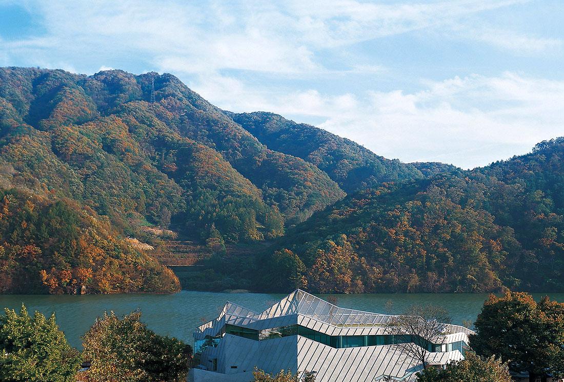 Стеклянный дом на берегу реки Хань, Южная Корея
