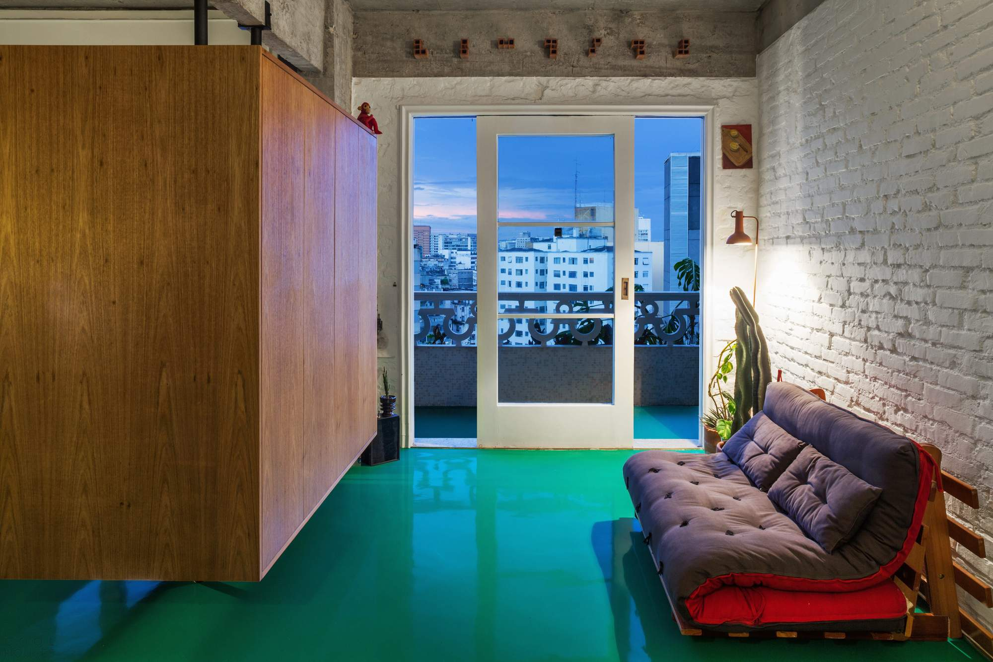 Квартира с «плавающей» мебелью в Сан-Паулу, Бразилия