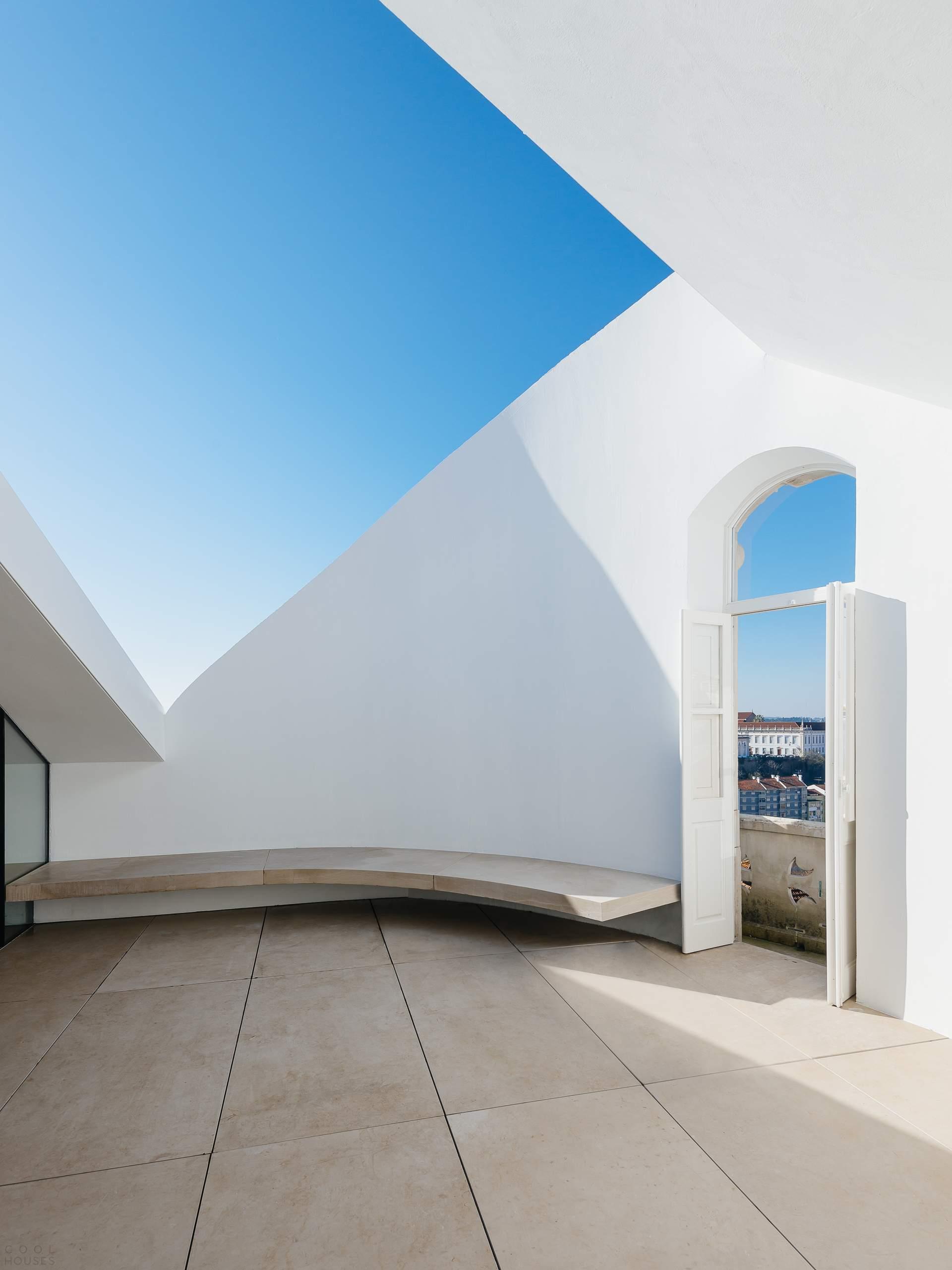 Минималистические апартаменты «Редондо» в Коимбро, Португалия