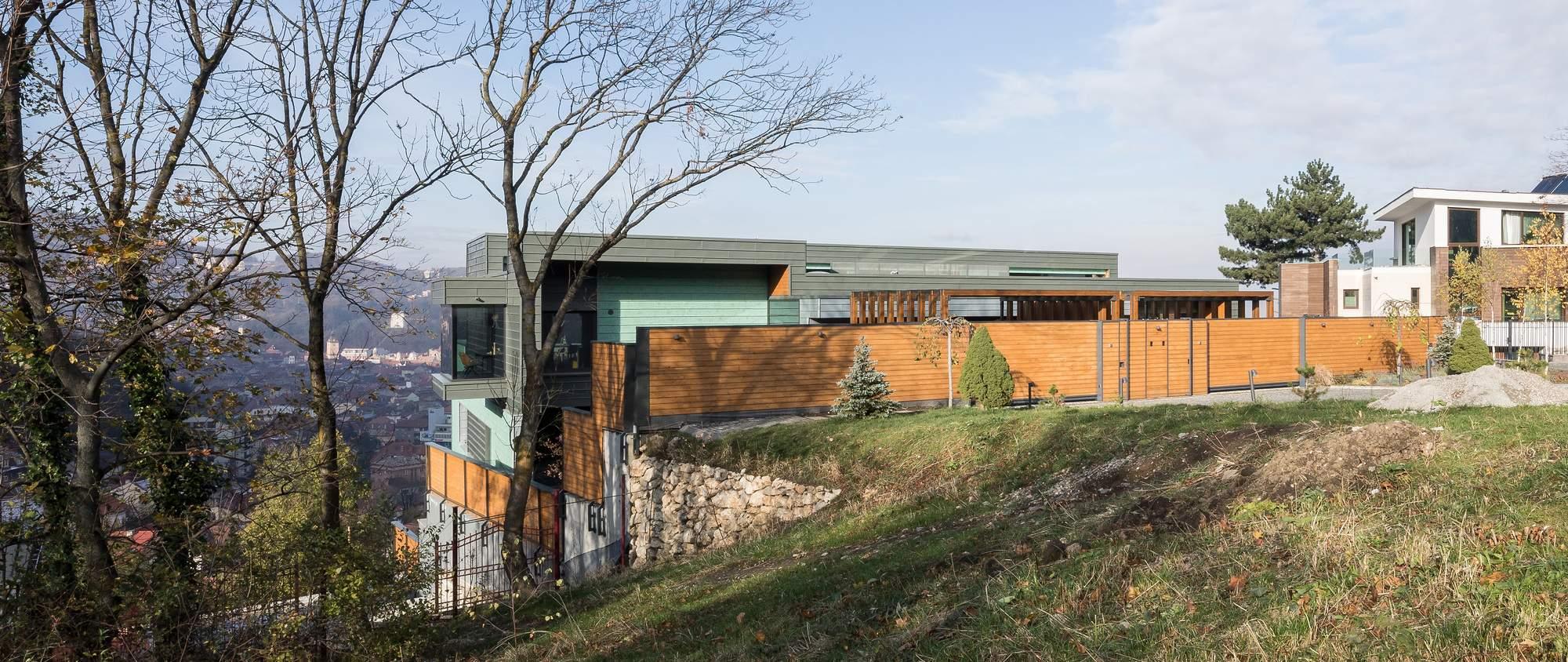Многоквартирный ступенчатый дом на склоне, Румыния