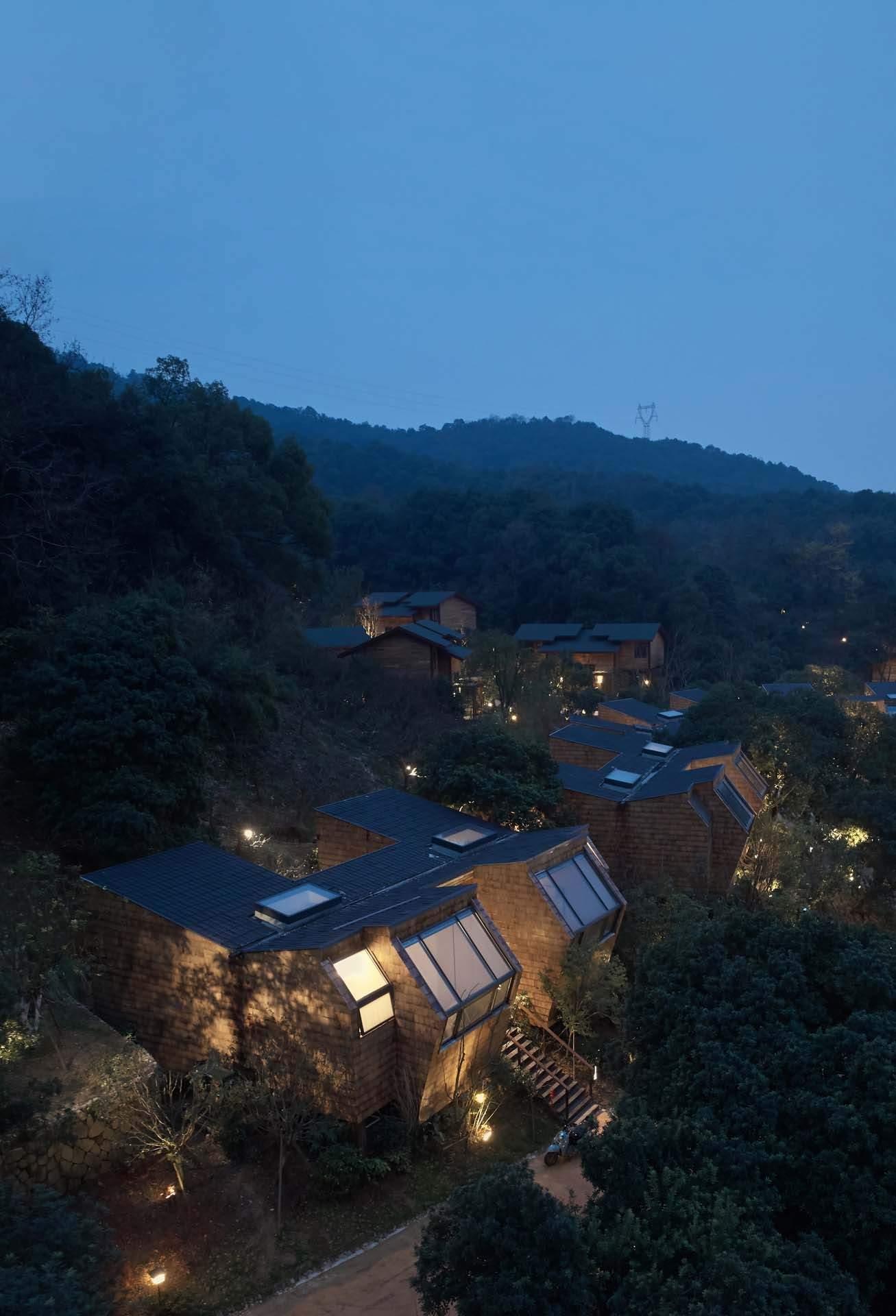 Отель в лесу на озере Сянху, Китай