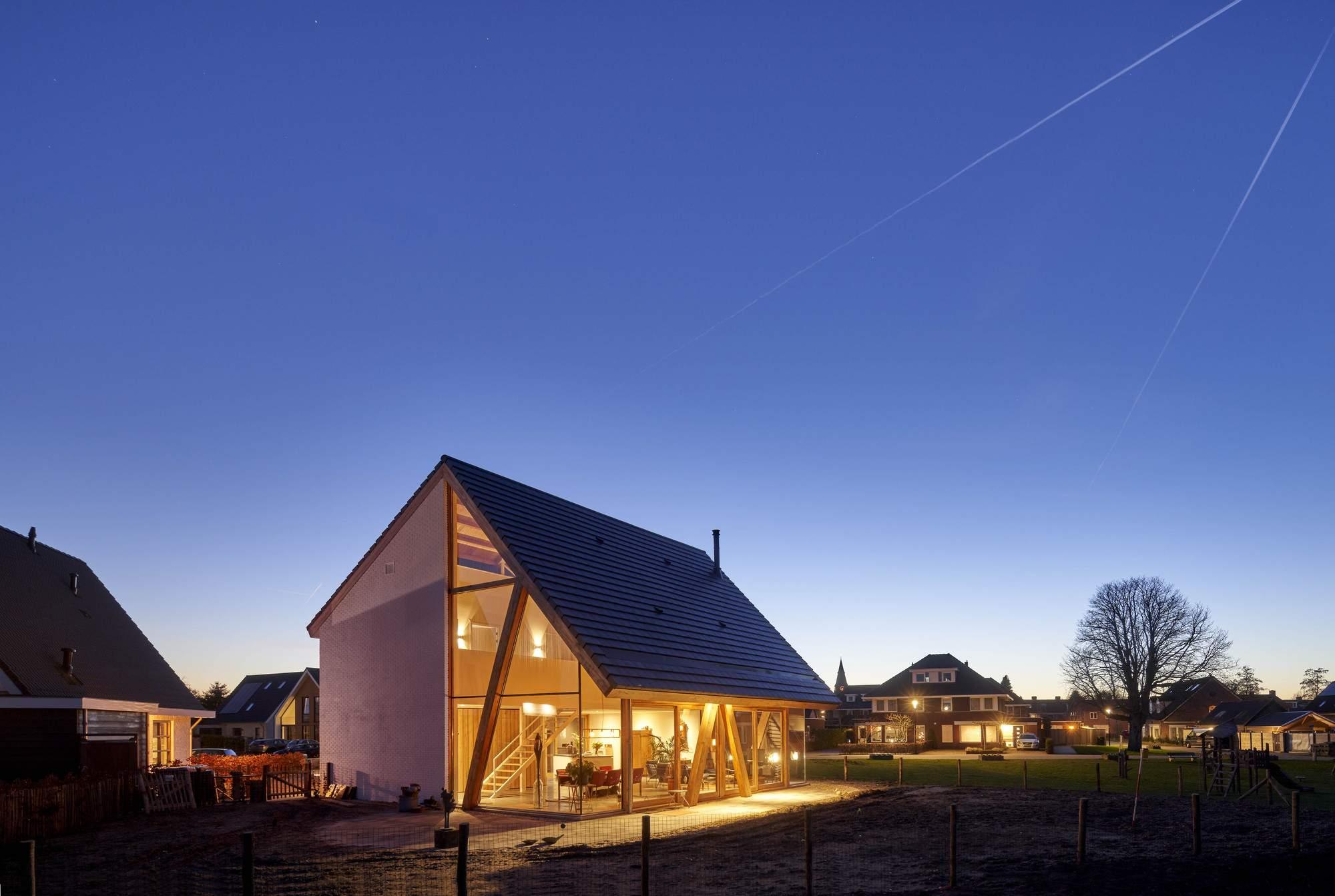 Современный дом-амбар в Нидерландах