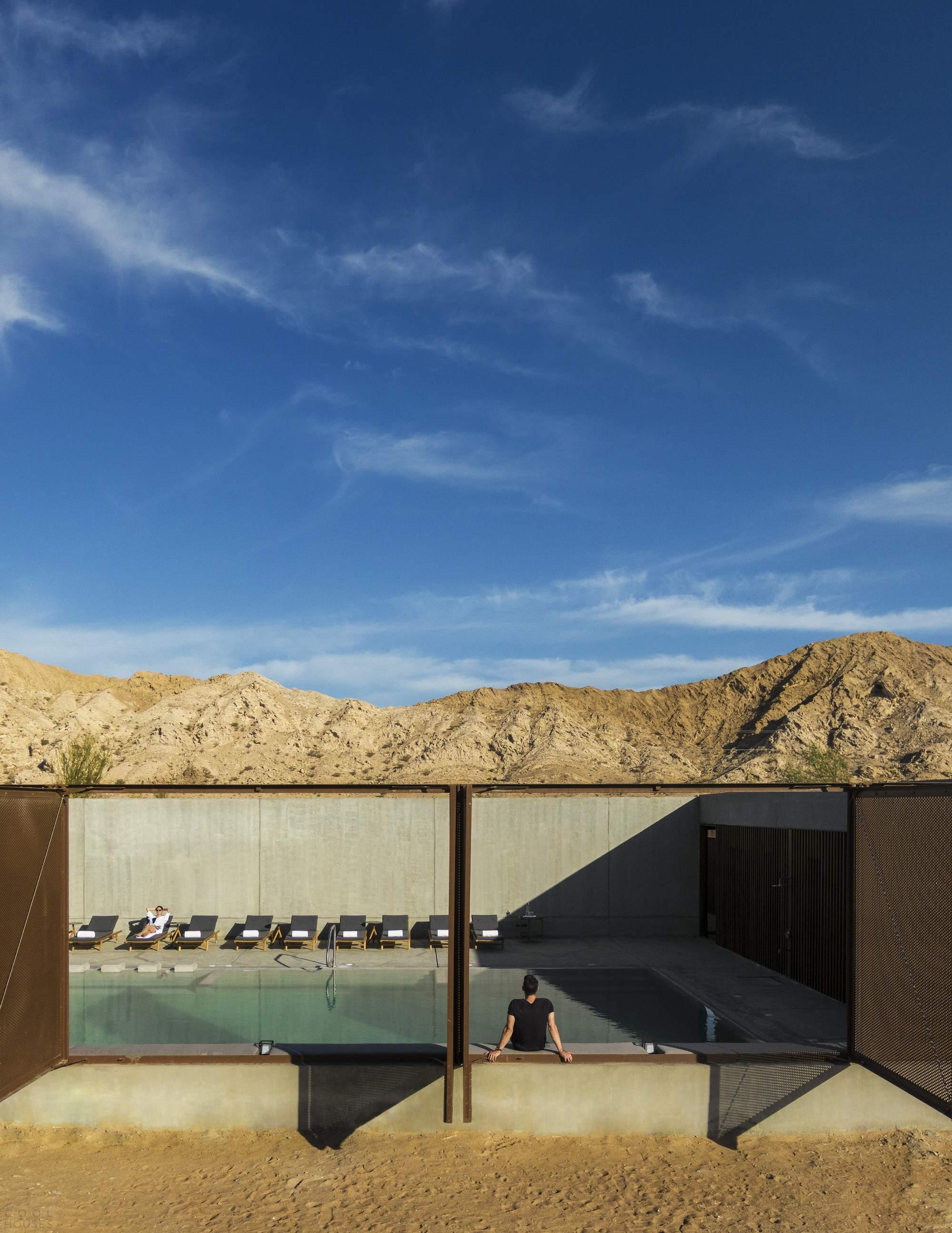 Спа-отель в багровых песках пустыни, Объединенные Арабские Эмираты