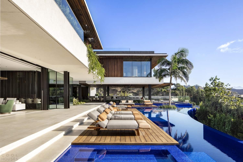 Элитная резиденция с креативным дизайном и многоуровневым бассейном, США