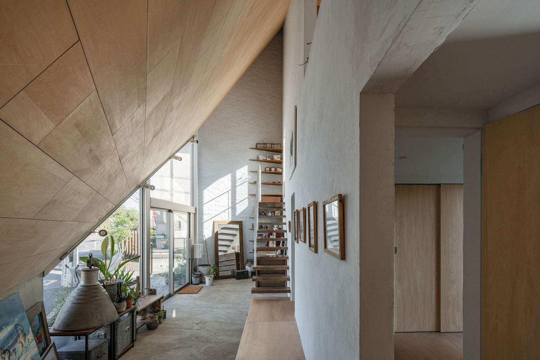 Минималистский дом треугольной формы, Япония
