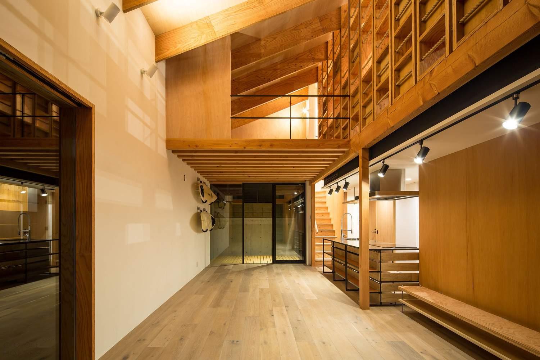 Современный дом с каркасной конструкцией в центре, Япония