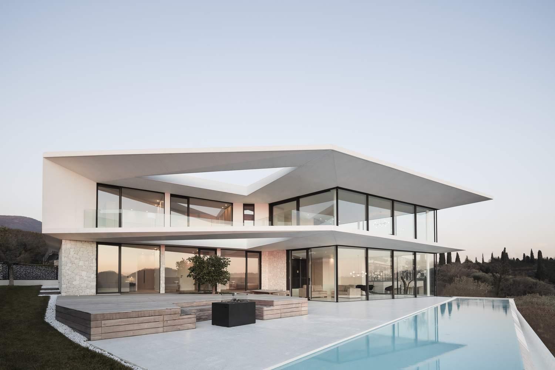 Вилла Бельведер с современным минималистичным дизайном, Италия