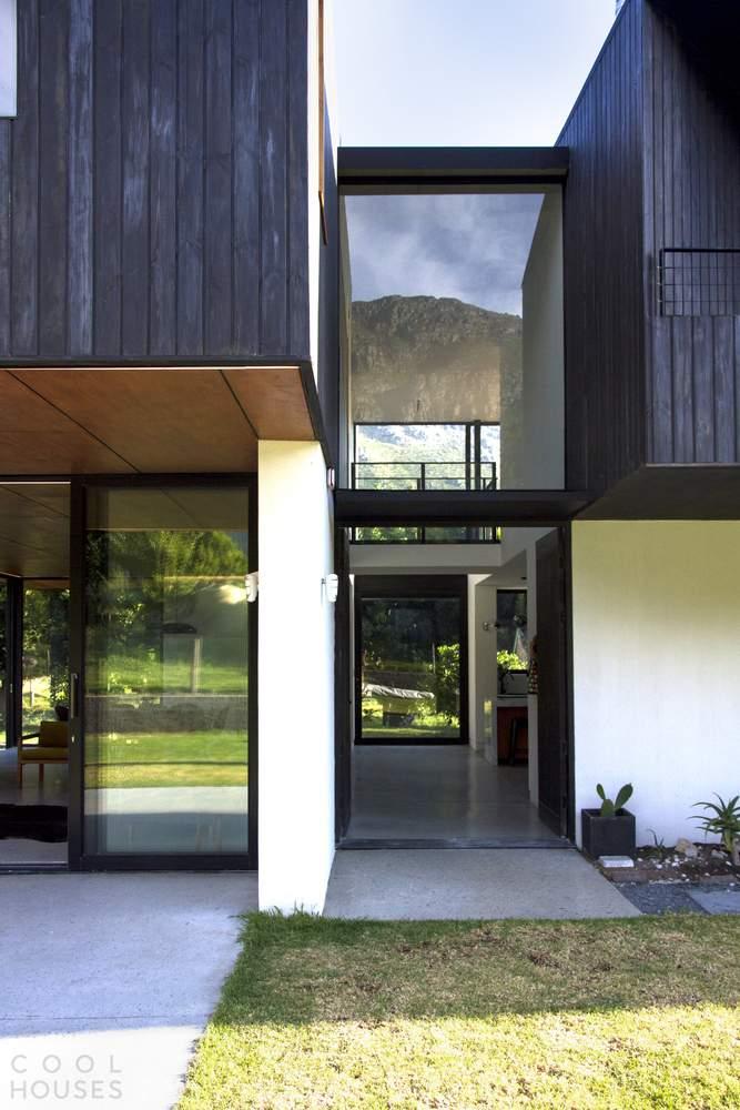 Загородный дом в стиле Barn House с современным дизайном, Южная Африка