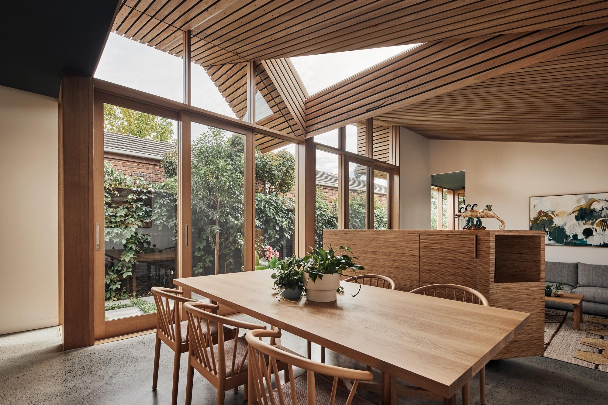 Реконструкция викторианского коттеджа в современный дом с последовательными пространствами
