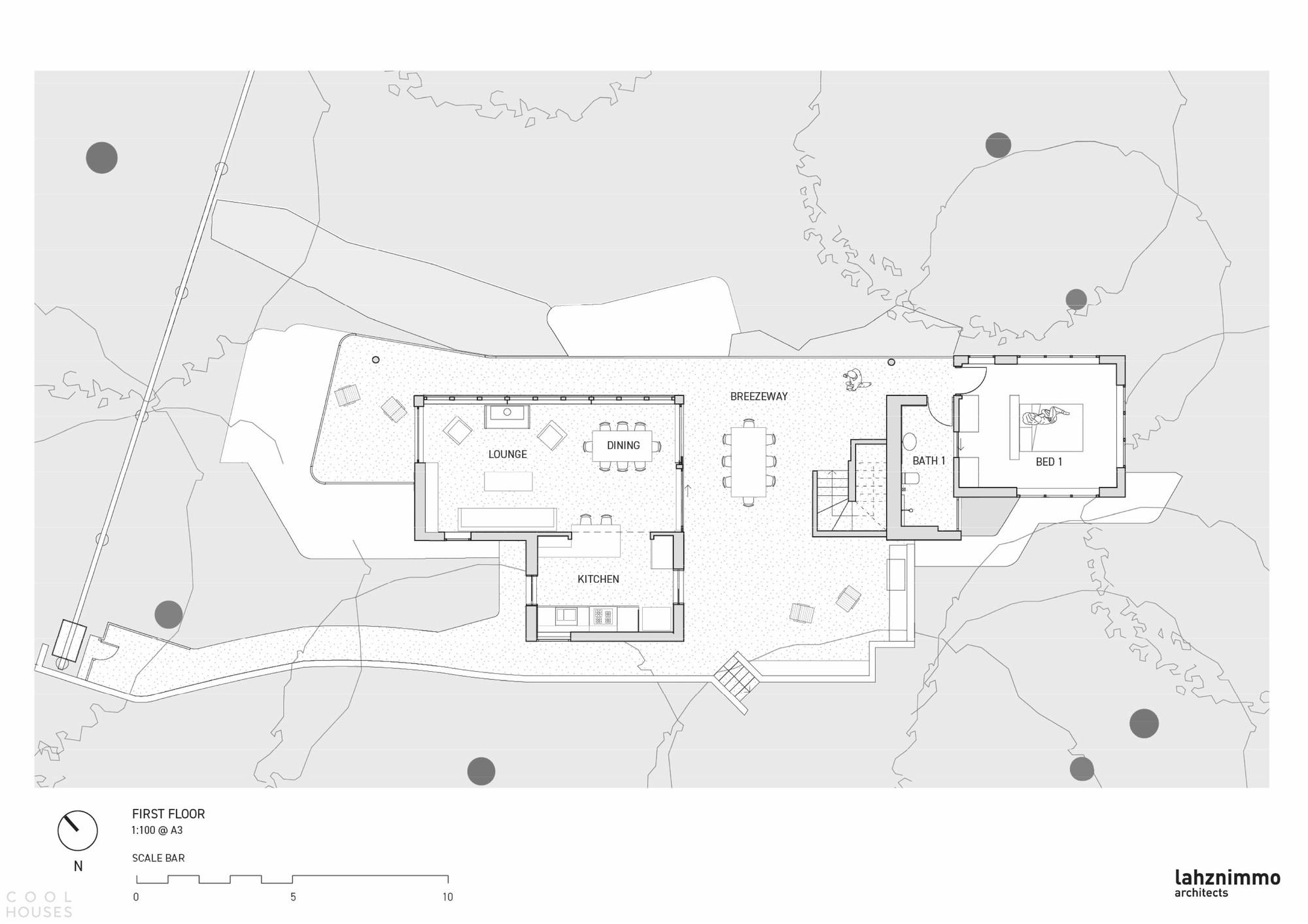 Загородный дом со сдержанным дизайном, сочетающим красоту и прочность