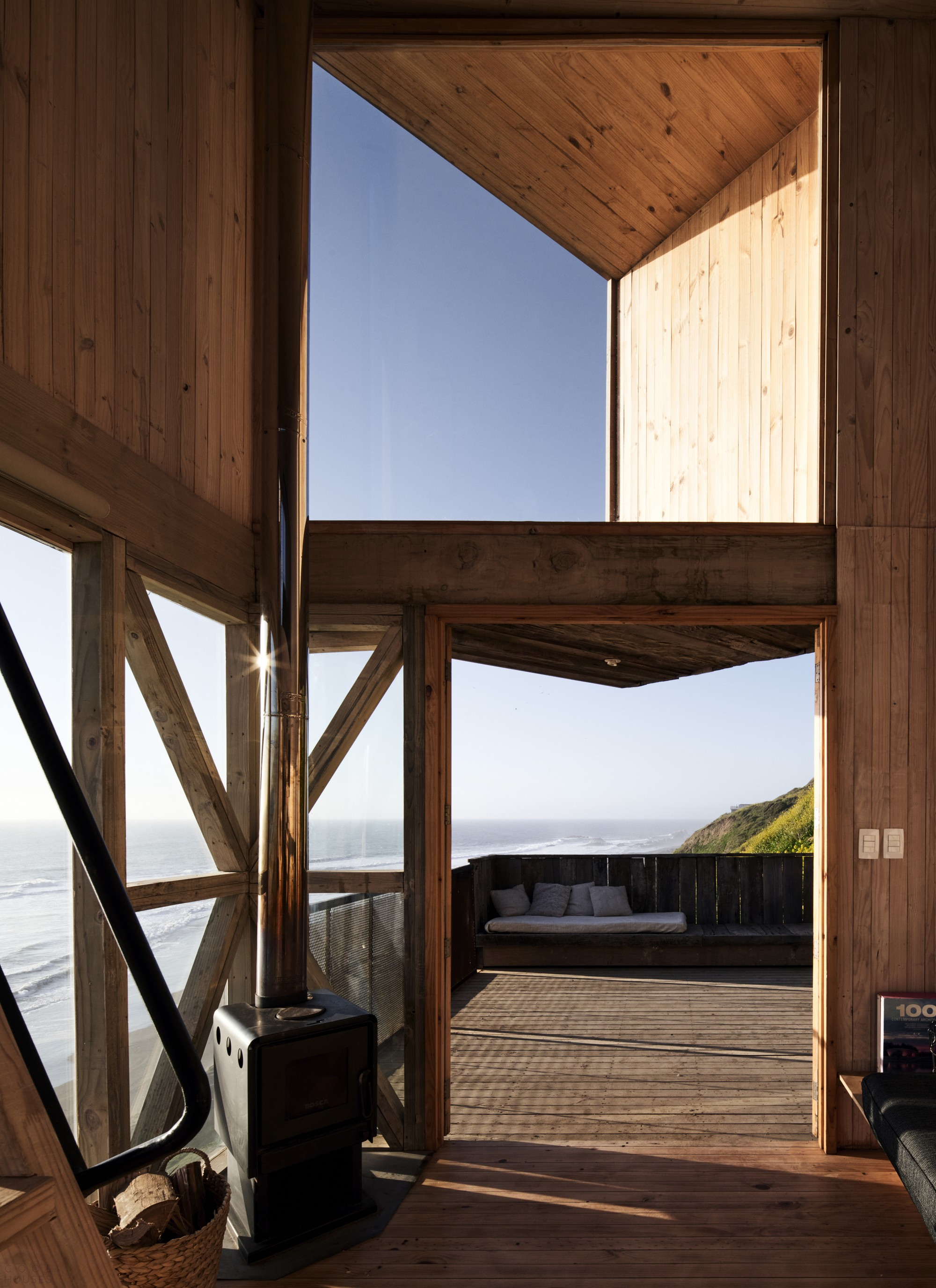 Домики для краткосрочного отдыха в виде смотровых башен с видом на океан