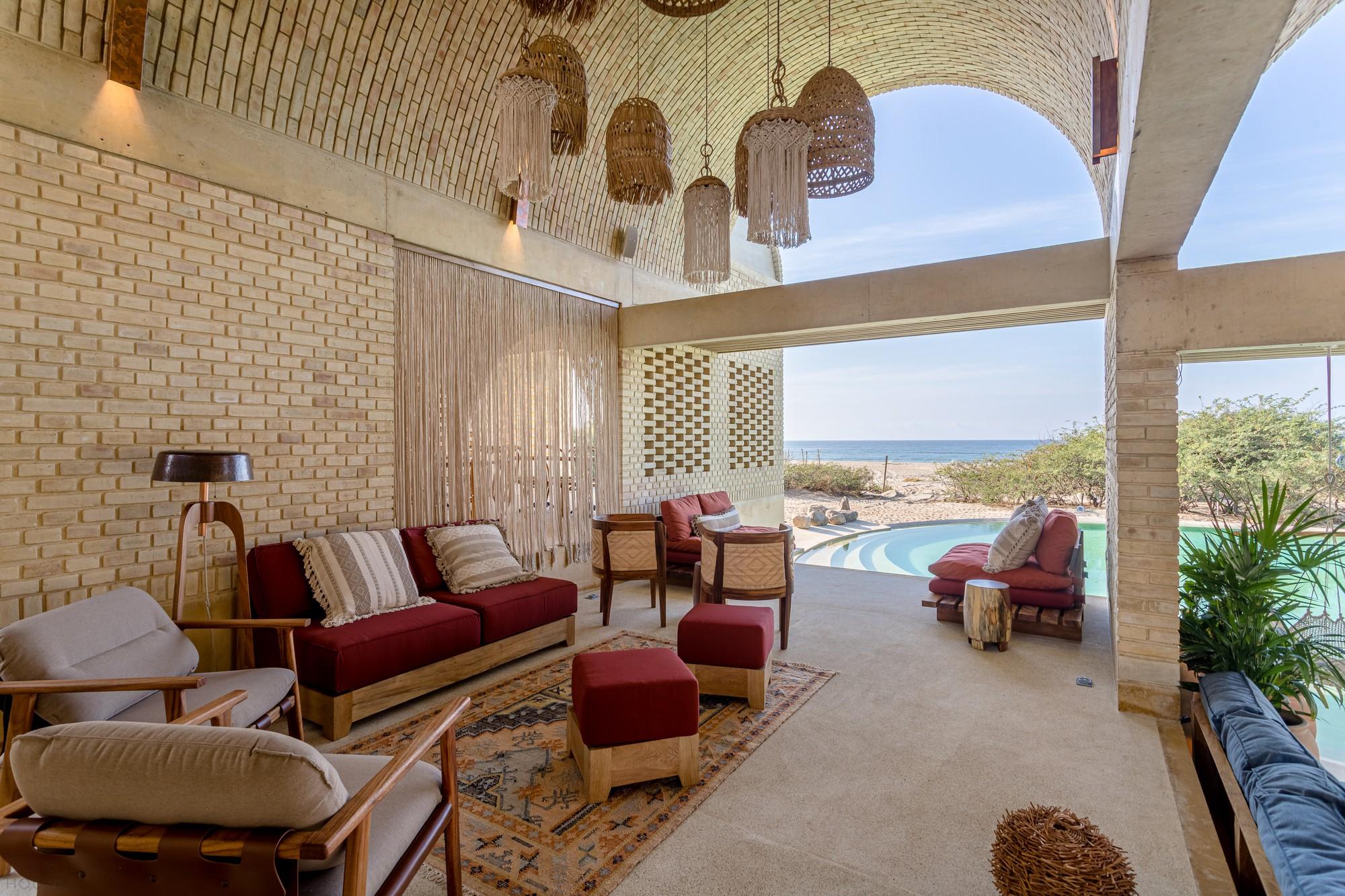 Арочный пляжный бутик-отель на побережье Тихого океана