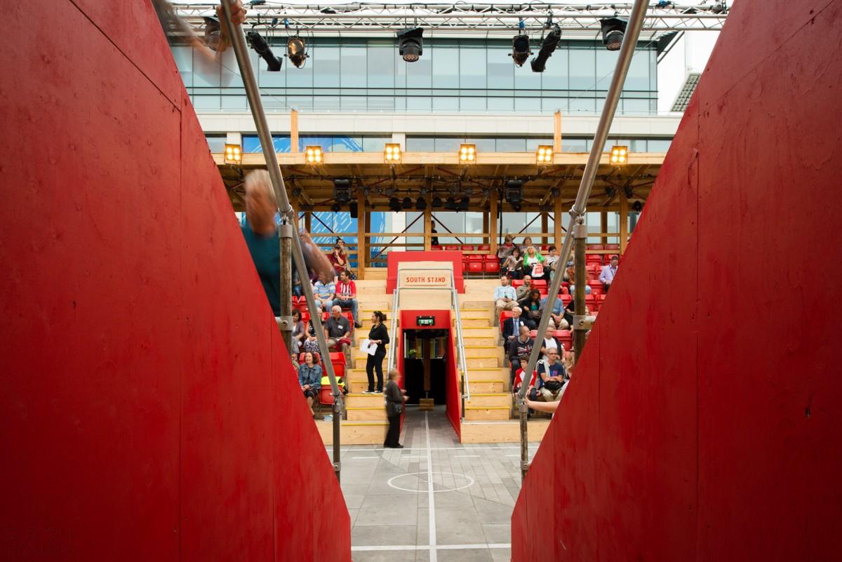 Деревянный театр под открытым небом
