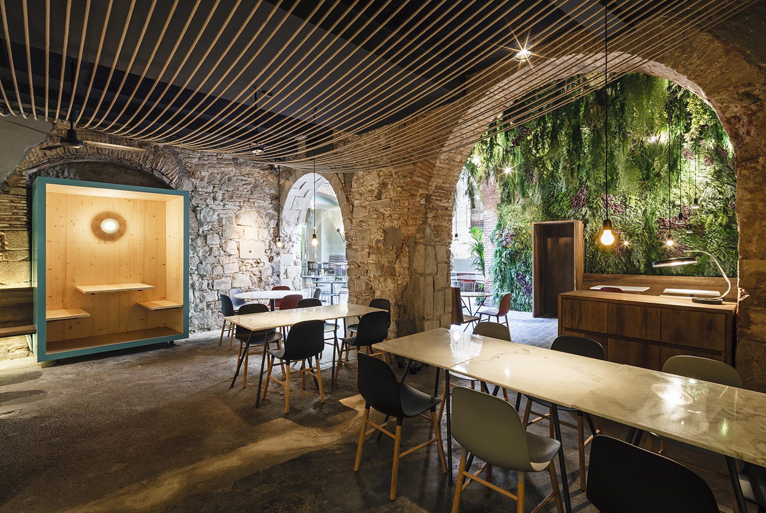 Необычный ресторан La Bona Sort в Барселоне
