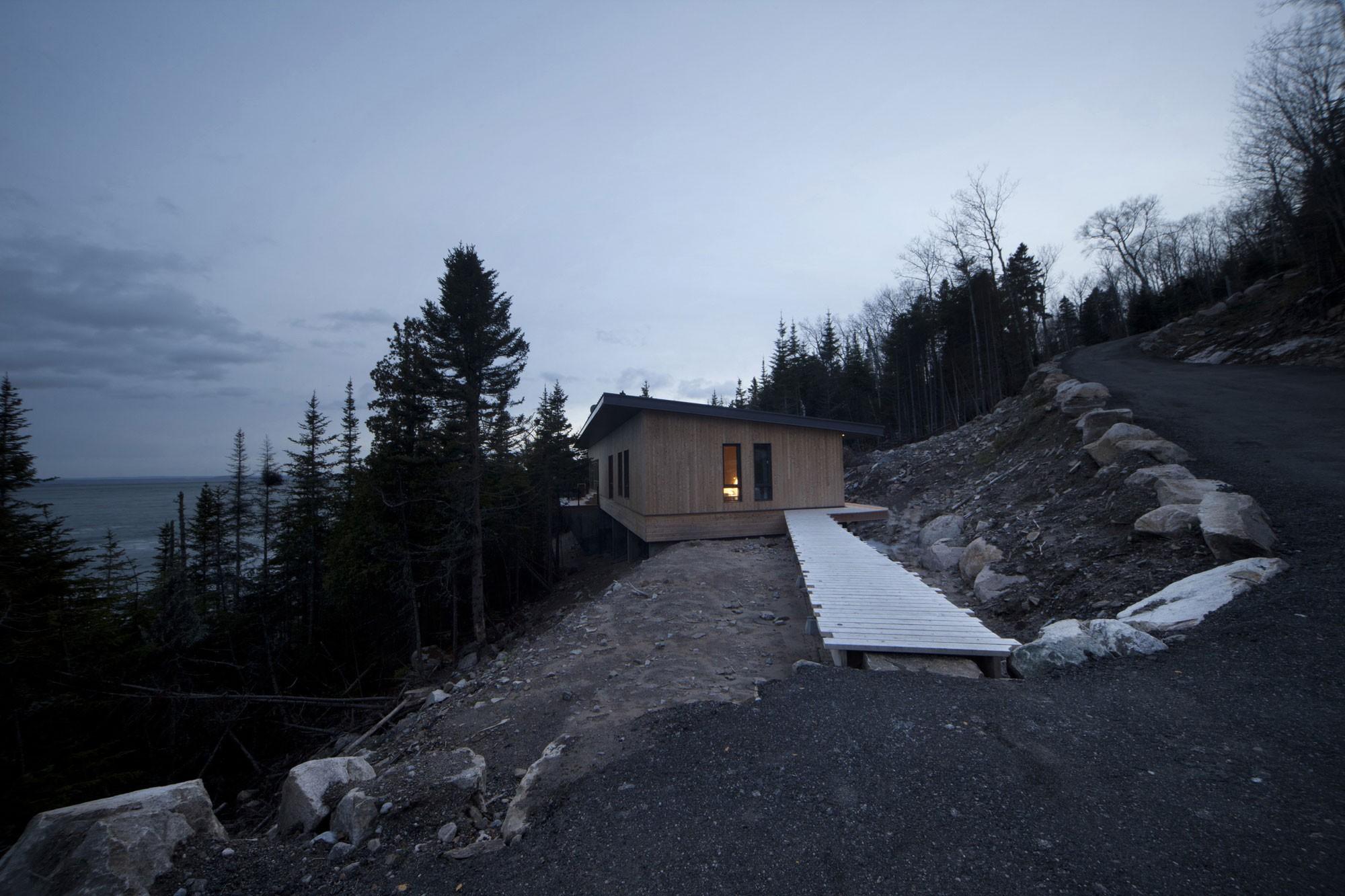 Шале на скалах в Сен-Симеоне, Канада