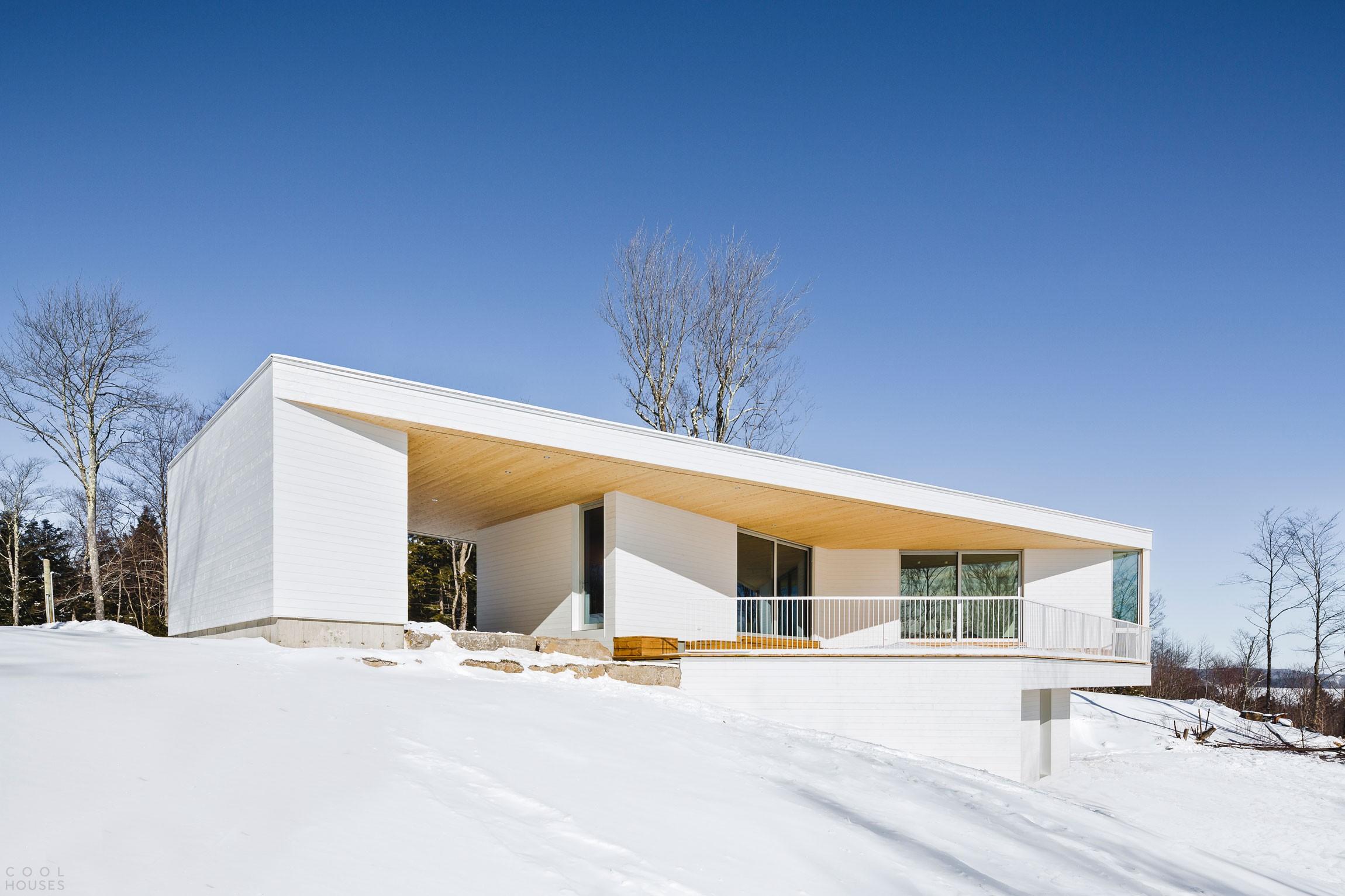 Загородный дом в стиле минимализма в Канаде