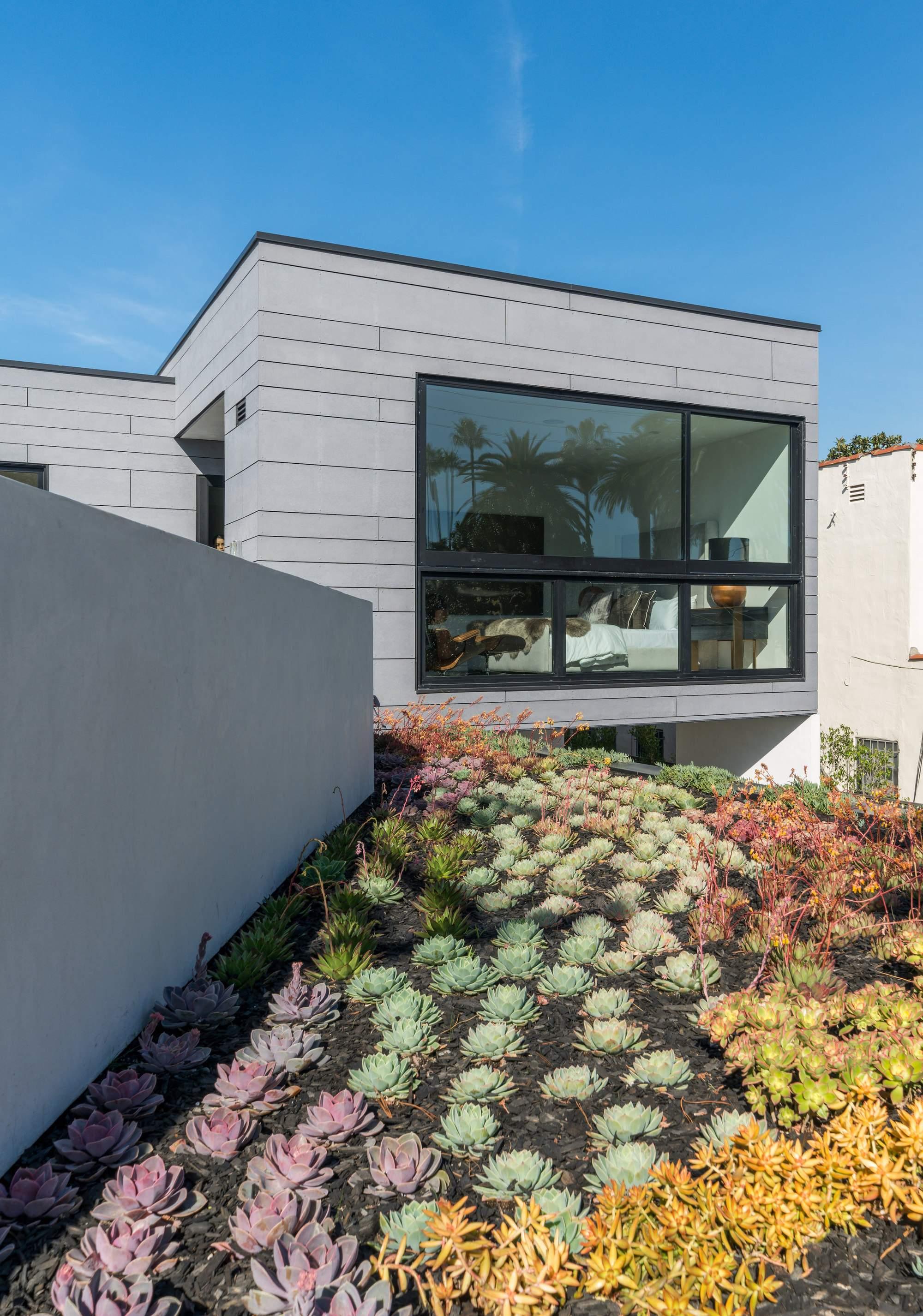 Семейная резиденция с садом на крыше в Лос-Анджелесе, США