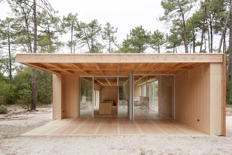Деревянная вилла в стиле эко-минимализма, Франция