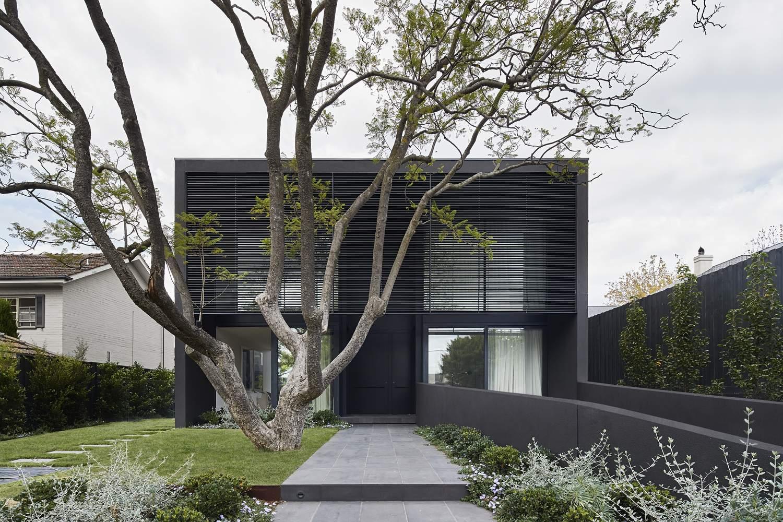 Дом с контрастирующим дизайном экстерьера и интерьера, Австралия