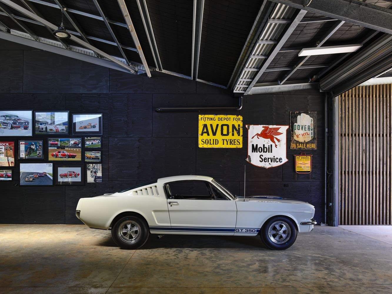 Фермерский дом для коллекционера старинных автомобилей и уникальных вещей, Австралия