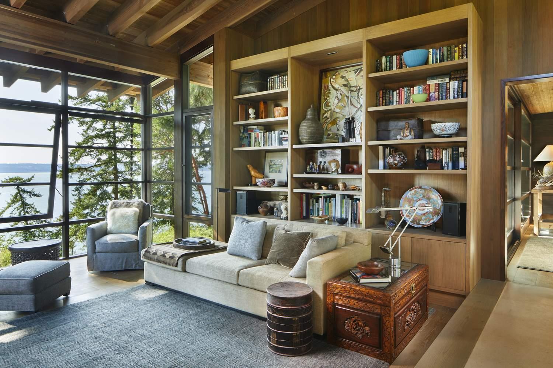 Каркасный дом с элементами швейцарского архитектурного стиля, США