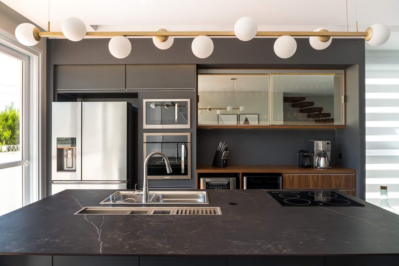 Минималистский дом с уникальным дизайном, Бразилия