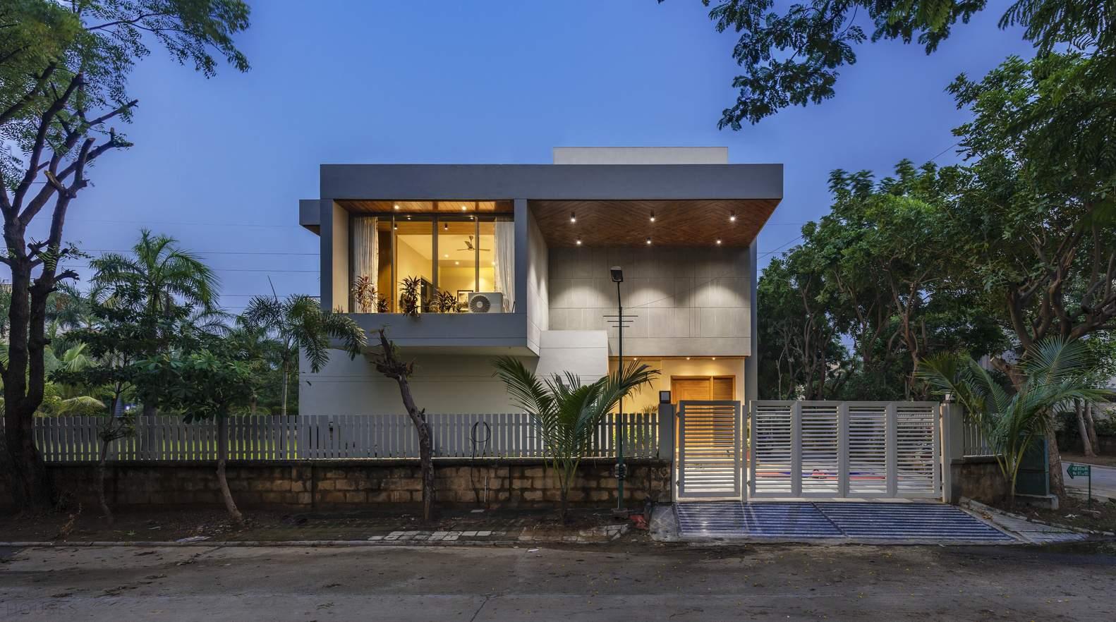 Семейный дом с динамичной игрой кубических форм, Индия