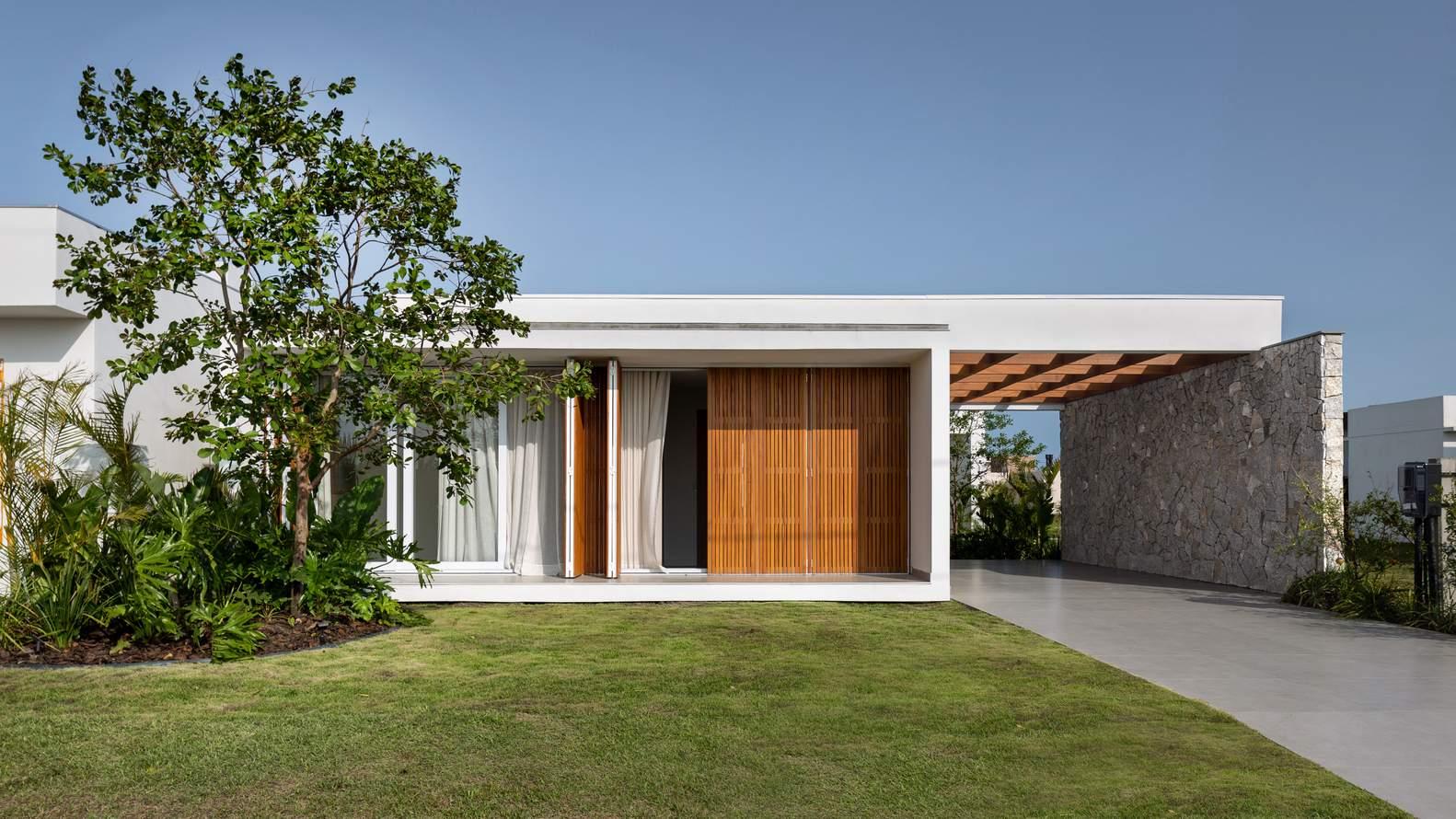 Современный частный дом с открытыми свободными пространствами, Бразилия