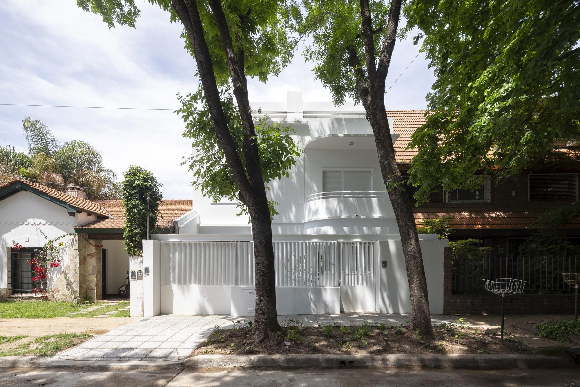 Дом с современной интерпретацией структурного рационализма начала 20-го века