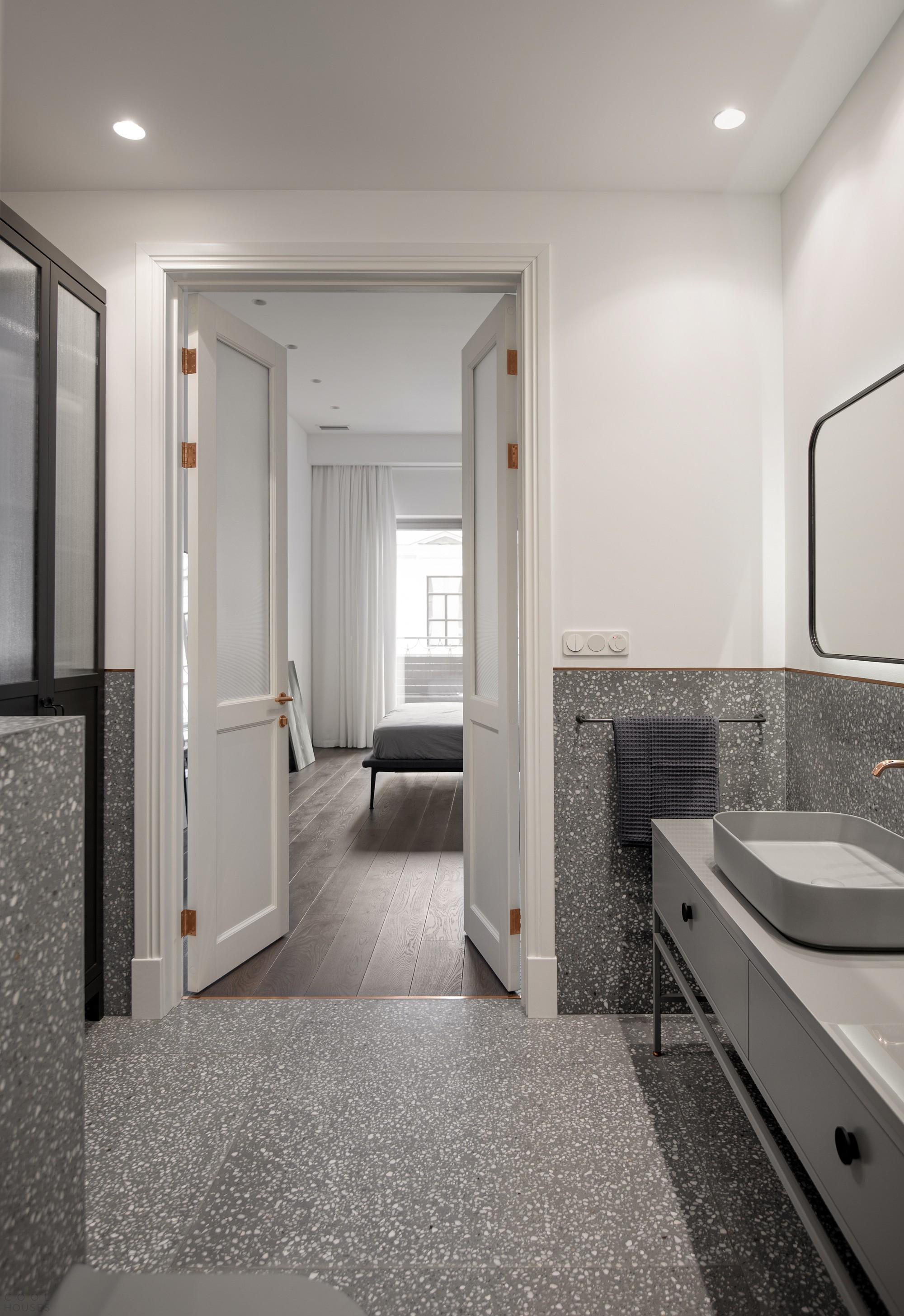 Минималистичная квартира с монохромным интерьером