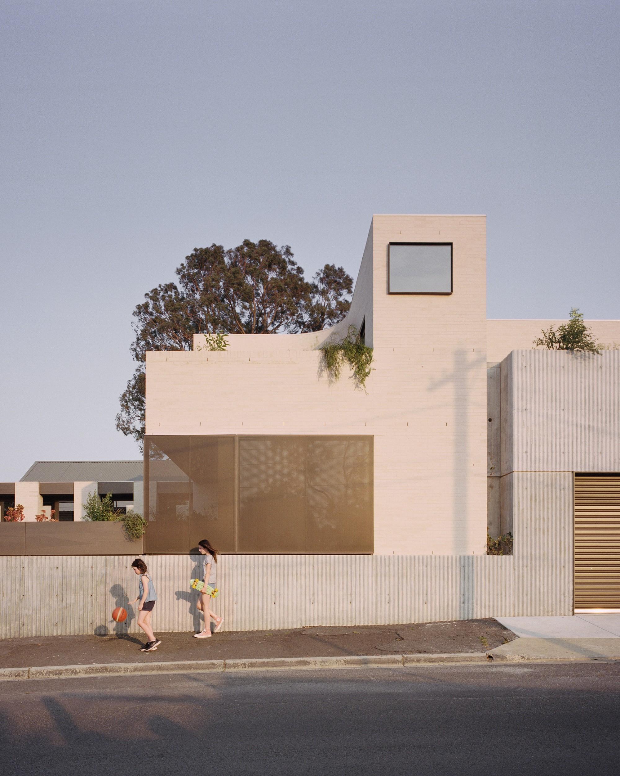 Семейный дом, сочетающий эдвардианскую архитектуру и игривый современный стиль