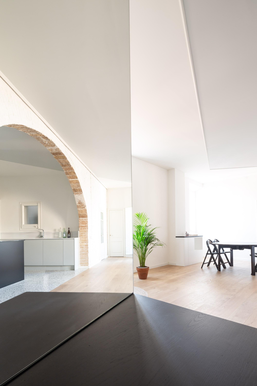 Реконструкция квартиры в каталонском доме 19 века с арочной структурой