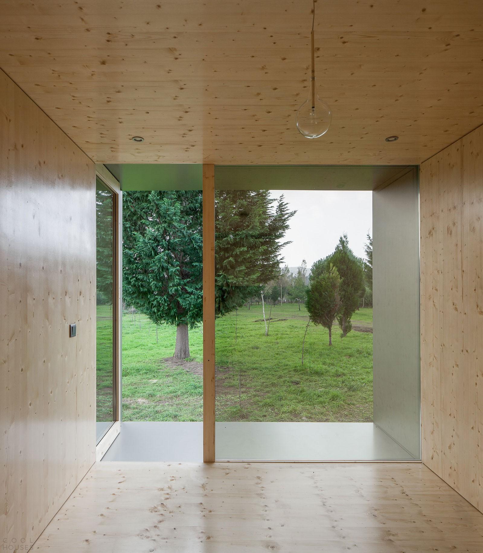 Оригинальный зеркальный домик в Португалии