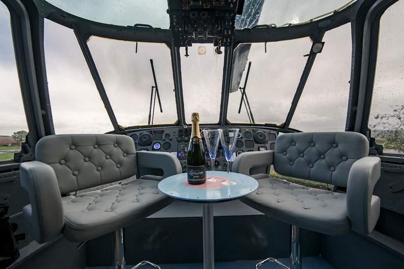 Мини-отель в старом военном вертолете в Шотландии