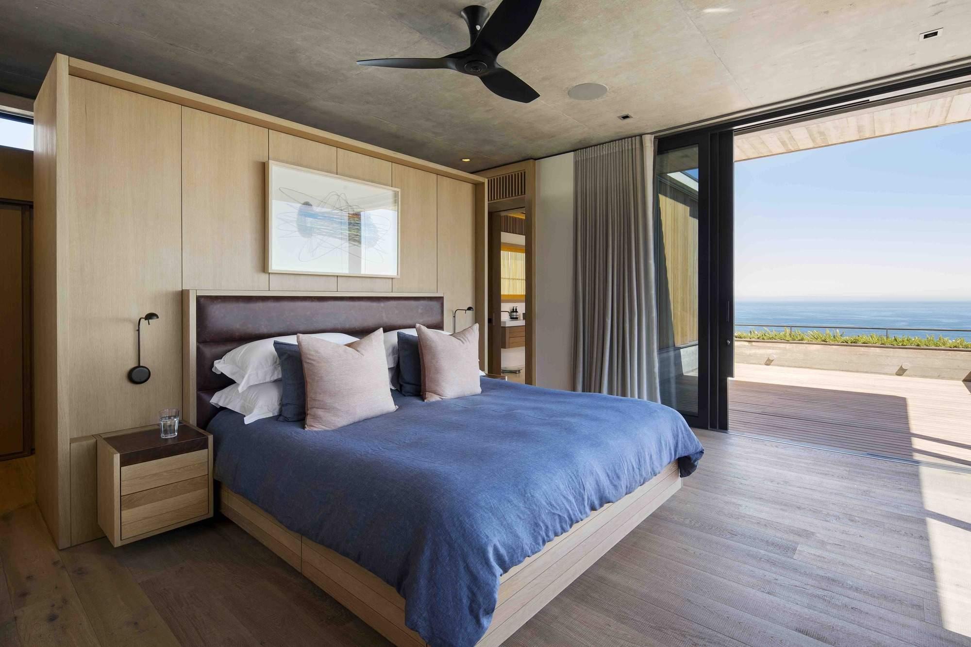 Современный дом на берегу Атлантического океана в Южной Африке