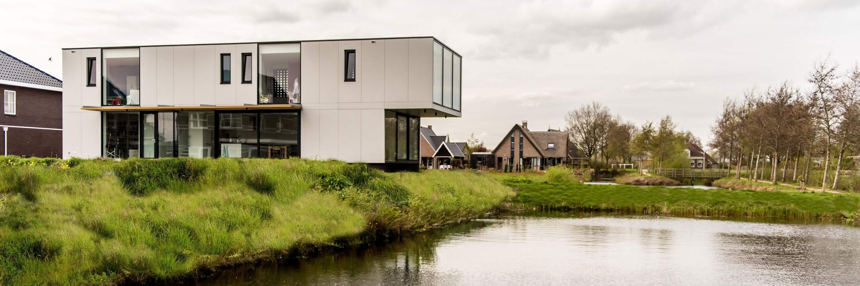 Вилла на берегу озера в Нидерландах