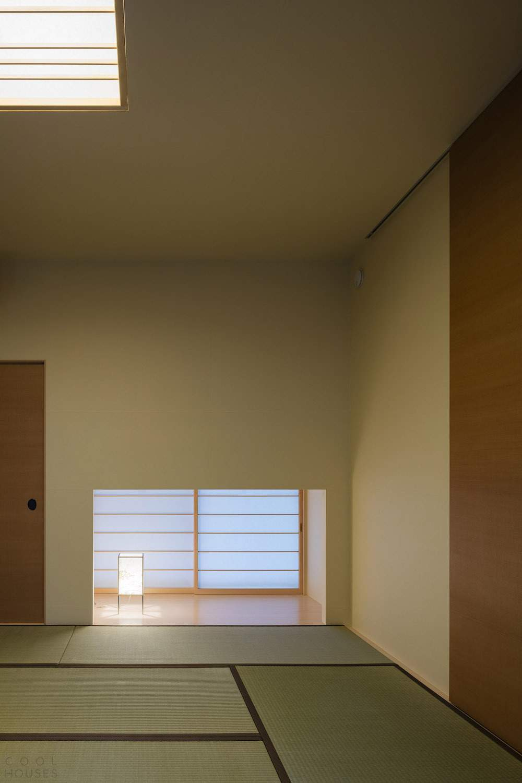 Дом с необычной террасой в Минамиюкигае, Япония