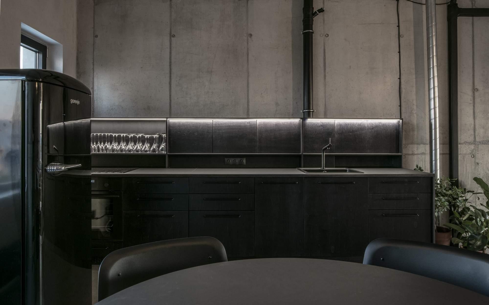 Бетонный лофт с промышленным характером, Словакия