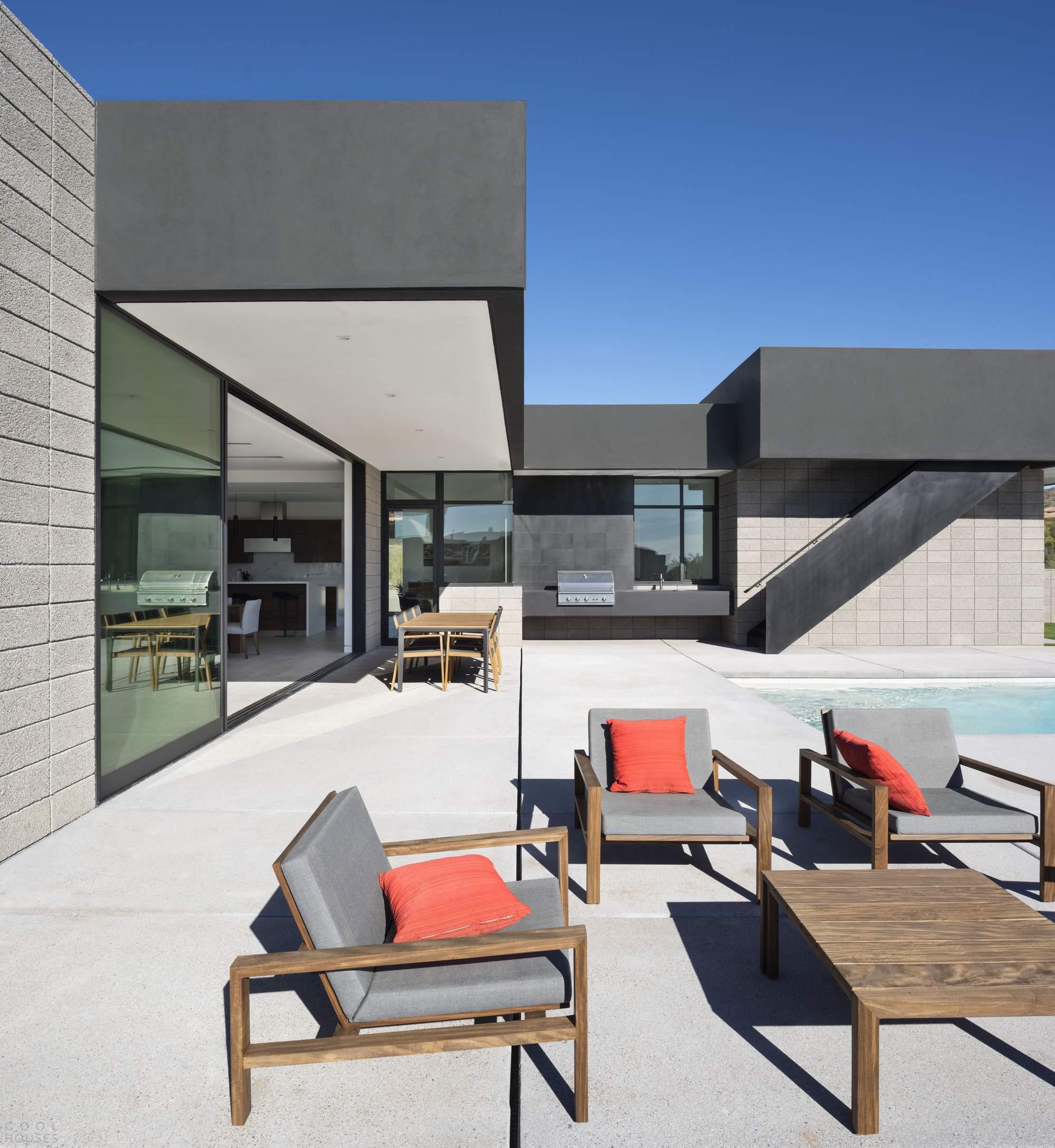 Минималистичная резиденция среди пустынного ландшафта, США