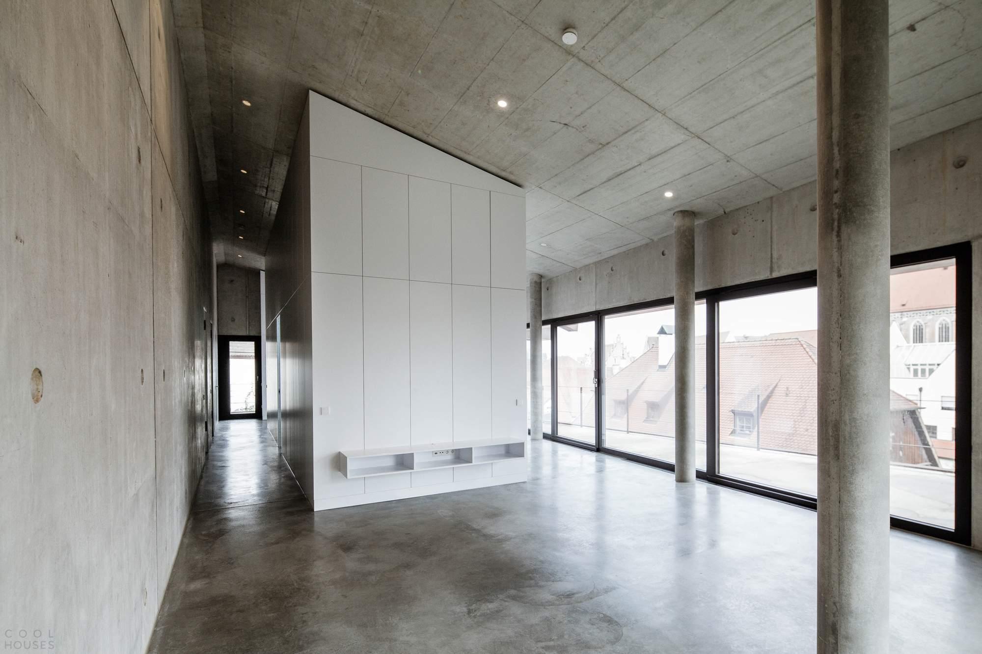 Многофункциональное здание из стали и бетона, Германия